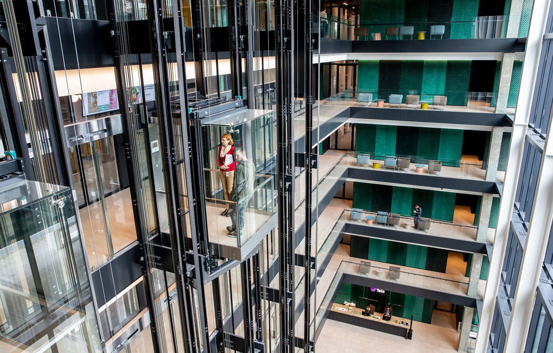 """""""Telia"""" įsikraustė į naują būstinę: sieks tapti """"žaliausia"""" bendrove Lietuvoje"""