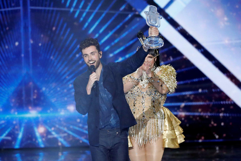 """Pergalę """"Eurovizijoje"""" švenčia Nyderlandai"""