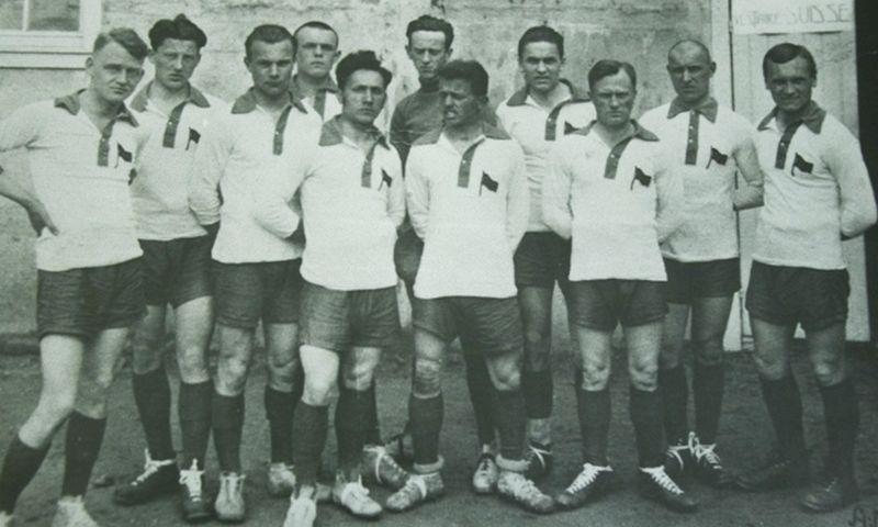 1922 m. įsteigta Lietuvos sporto lyga (LSL). Nuotraukoje - Lietuvos futbolo rinktinė, 1924 m. Kūno kultūros ir sporto departamento nuotr.