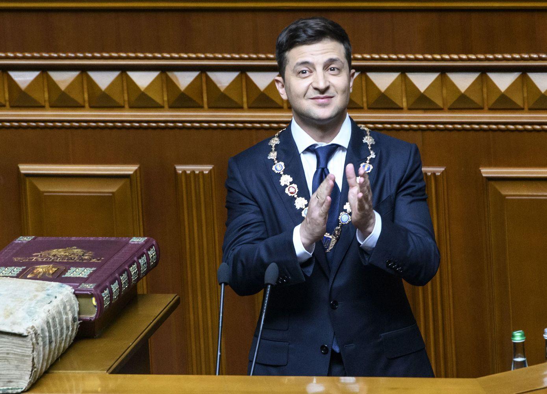 Po priesaikos V. Zelenskis pareiškė paleidžiantisAukščiausiąją Radą