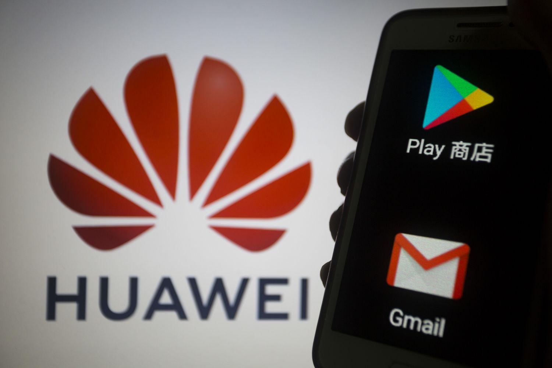 """""""Google"""" stabdo bendradarbiavimą su """"Huawei"""""""