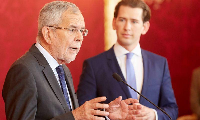 """Austrijos prezidentas Aleksanderis Van der Bellenas ir Austrijos kancleris Sebastianas Kurzas. Georges Schneider (""""Scanpix"""") nuotr."""