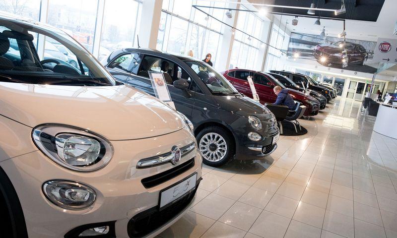 """Fiat"" automobilių salonas Vilniuje. Juditos Grigelytės (VŽ) nuotr."