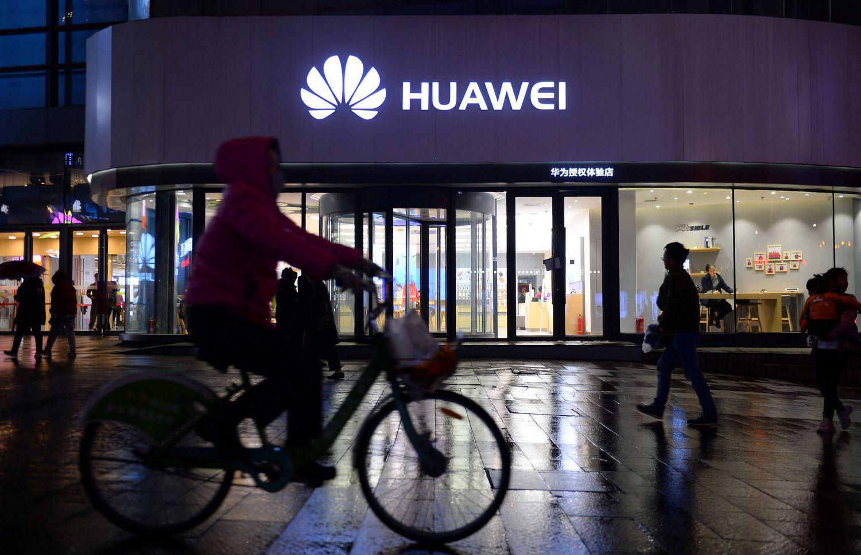 """Lietuvos įmonės stebi situaciją dėl """"Huawei"""""""