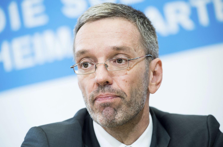Austrijoje po skandalo atsistatydina pusė ministrų