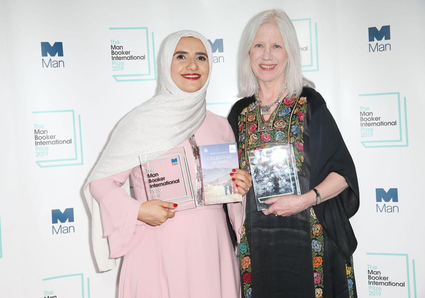 """Pirmas kartas: prestižinį """"Man Booker"""" prizą laimėjo arabų rašytoja"""