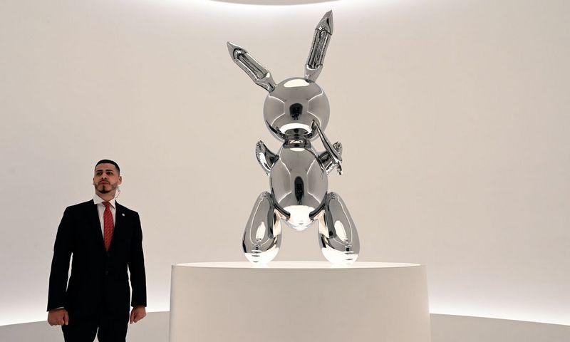 """Vieni kritikai Jeffo Koonso darbus laiko šedevrais, kiti – kiču. Timothy A. Chary (AFP / """"Reuters"""") nuotr."""