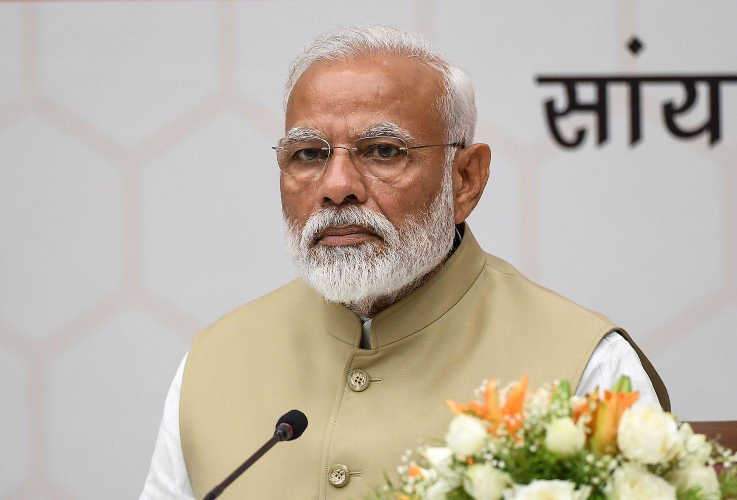 Indijos premjeraspakeliuiįtriuškinančią pergalę parlamento rinkimuose