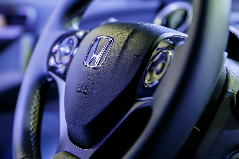 """Dėl oro pagalvių defekto """"Honda"""" atšaukia 137.000 CR-V"""