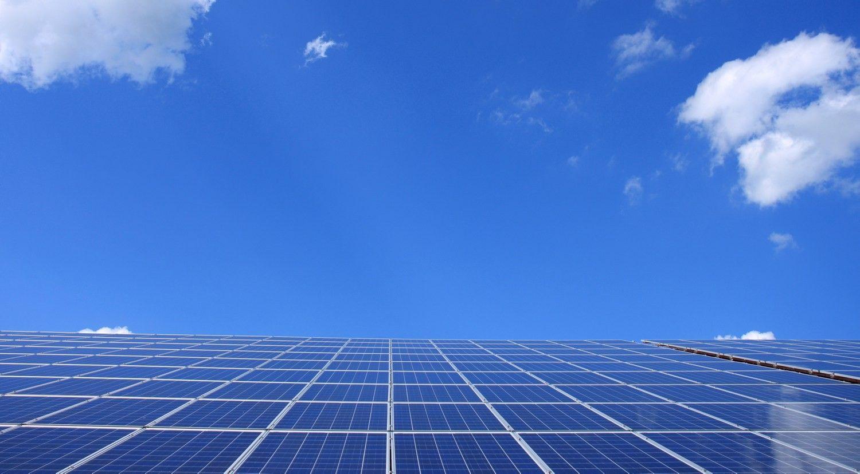 Nemokama saulės jėgainė: sužinokite, ar ji būtų naudinga jūsų įmonei