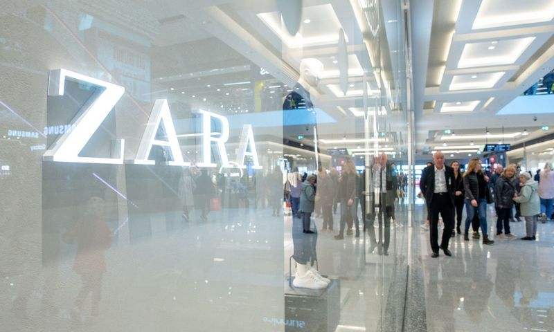 """""""Zara"""" parduotuvė Rygos """"Akropole"""". Juditos Grigelytės (VŽ) nuotr."""