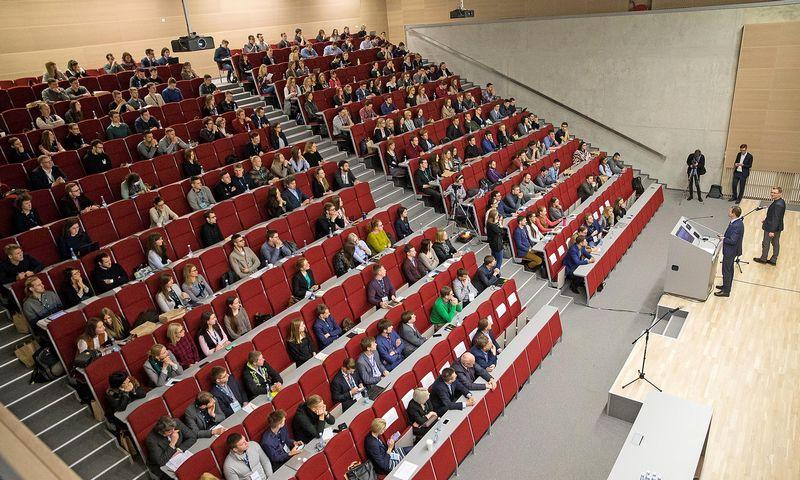 Kai trūksta darbuotojų, darbdaviai eina į studentų auditorijas. Vladimiro Ivanovo (VŽ) nuotr.