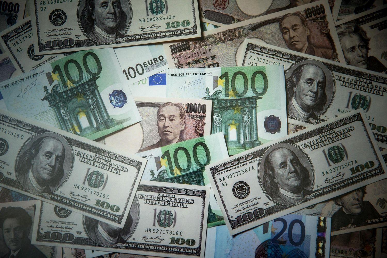 Kas turtingesnis: Bezosas šiandienar Rockefelleris vakar?