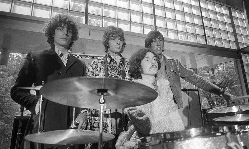 """""""Pink Floyd"""" turas Švedijoje 1967 m. Iš kairės: Sydas Barrettas, Richardas Wrightas, Nickas Masonas ir Rogeris Watersas. DN nuotr."""