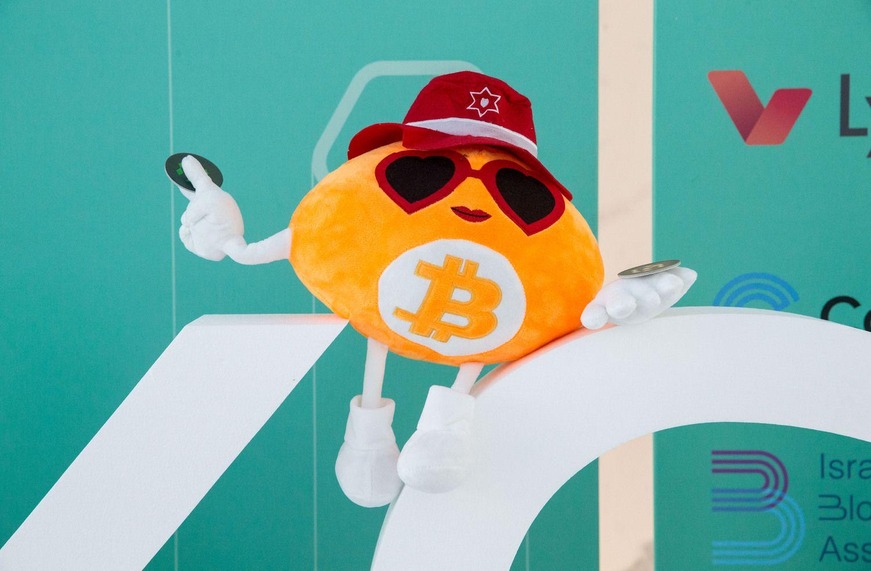 Bitkoinas flirtuoja su 9.000 USD