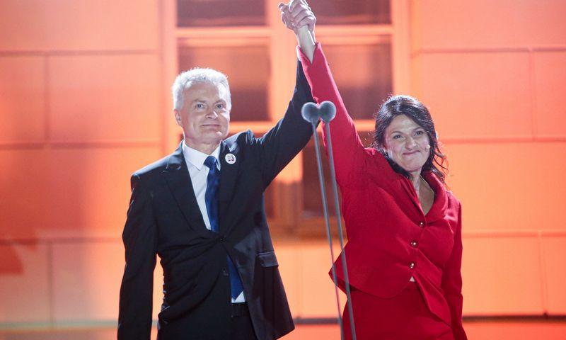 Išrinktasis prezidentas Gitanas Nausėda su žmona Diana S. Daukanto aikštėje Vilniuje. Vladimiro Ivanovo (VŽ) nuotr.