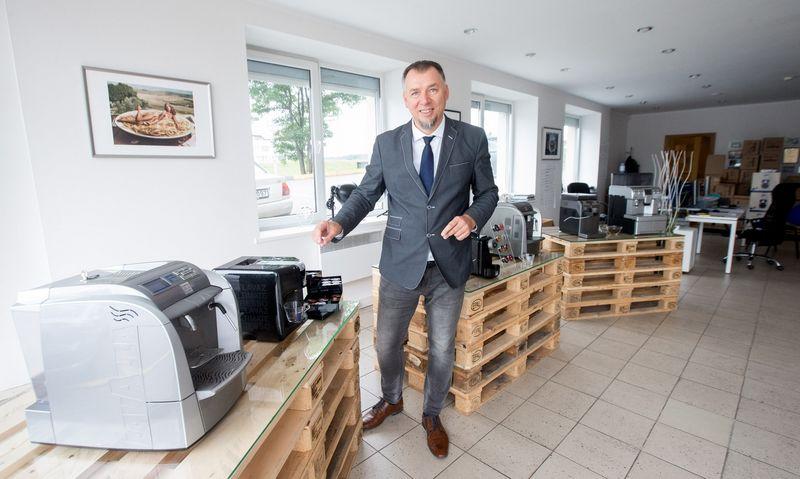 """Arūnas Pinkevičius, UAB """"Itališka kava"""", dirbančios su prekės ženklu """"Lavazza"""", direktorius: """"Italams pasiūlymas platinti jų kavą Lietuvoje įspūdžio nepadarė: kaip paskui paaiškėjo, ir negalėjo padaryti, nes įmonėje tada kitomis kalbomis kaip italų niekas nekalbėjo."""" Juditos Grigelytės (VŽ) nuotr."""