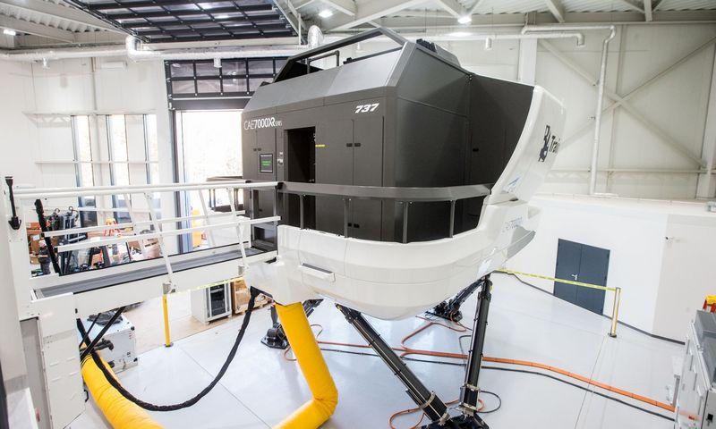 """Pernai pilotų mokymo akademijos """"BAA Training"""" įsigytas skrydžių simuliatorius. Juditos Grigelytės (VŽ) nuotr."""