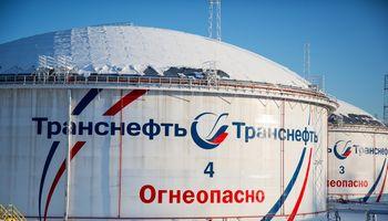 """Naftos tiekimo sutrikimus """"Transneft"""" kompensuoja jūros keliais"""