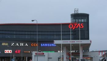 """Prekybos centre """"Ozas"""" lietaus neatlaikė stogas"""