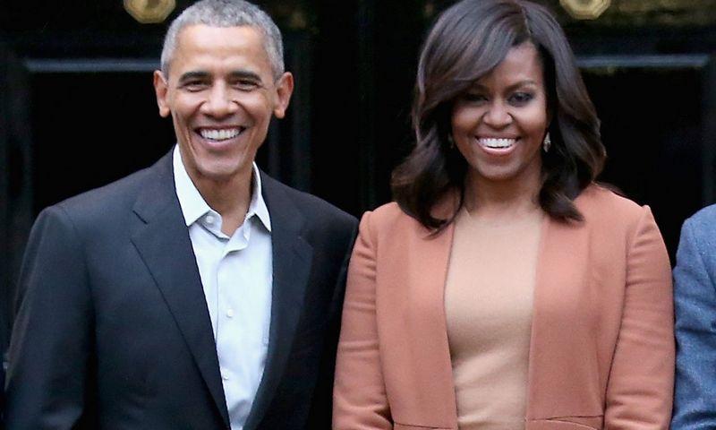 """Baigusis antrajai kadencijai Baltuosiuose rūmuose, Barackas ir Michelle Obamos nesnaudžia: rašo knygas, kalba viešuose renginiuose, pasirašė sutartį su """"Netflix"""", o dabar – ir su """"Spotify"""".  """"Scanpix"""" nuotr."""