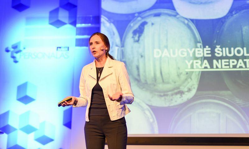 """Edita Znutienė, bendrovės """"Congnizant Technology Solutions"""" personalo direktorė Baltijos regionui, ramina, kad profesijos neišnyks, net ir robotams įsiliejus į darbo rinką. Ryčio Galadausko (VŽ) nuotr."""