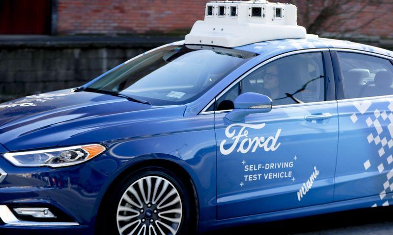 """Ford"" testuojamas autonominis ""Argo AI"" automobilis. Keitho Srakociciaus (AP/""Scanpix"") nuotr."