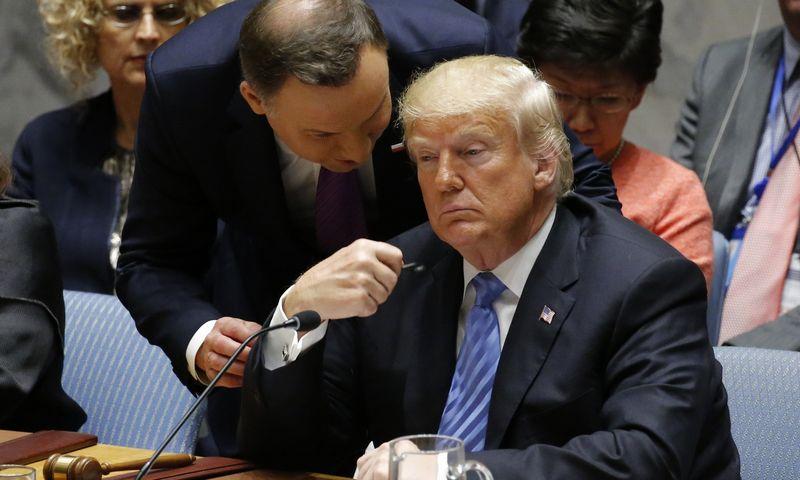 """Praėjusiais metais tiek Andrzejus Duda, Lenkijos prezidentas, tiek Donaldas Trumpas, JAV prezidentas, rado bendrų taškų gynybos srityje. EDUARDO MUNOZO (""""Reuters"""" / """"Scanpix"""") nuotr."""