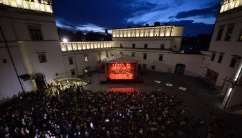 """Vilnius kviečia naktinėti: savaitgalį sostinę drebins """"Kultūros naktis""""."""