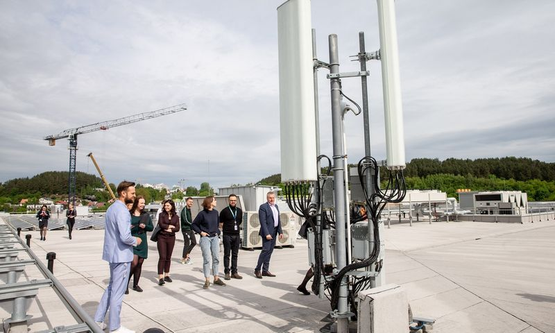 """Mobiliojo ryšio antenos ant naujo """"Telia"""" pastato stogo. Juditos Grigelytės (VŽ) nuotr."""