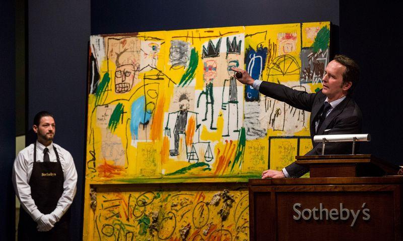 """Po sandorio, """"Sotheby's"""" pasitrauks iš Niujorko akcijų biržos, kurioje bendrovės akcijomis prekiauta pastaruosius 31 metus. Andrew Burton (""""Getty Images""""/""""Scanpix"""") nuotr."""