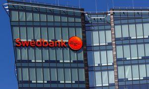 """""""Swedbank"""" stabdo Estijos padalinio vadovų įgaliojimus"""