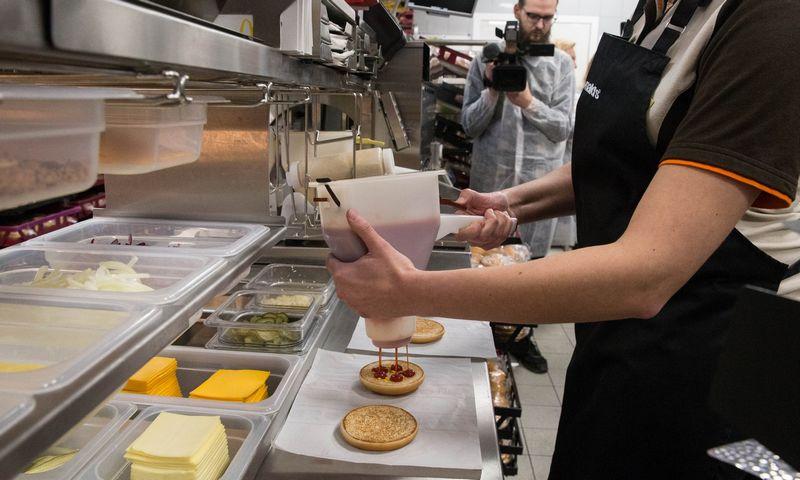 """Greito maisto restoranų tinklas """"McDonald's"""" Kaune, Karaliaus Mindaugo prospekte. Juditos Grigelytės (VŽ) nuotr."""