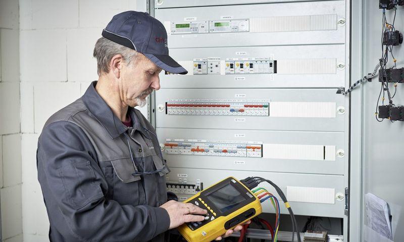 Teikiant EPC pirmiausia stebimi pastato energijos suvartojimai, jie analizuojami įvairiais pjūviais, o po to pateikiamos išvados ir pasiūlymai, kaip pastate racionaliau naudoti energetinius resursus.