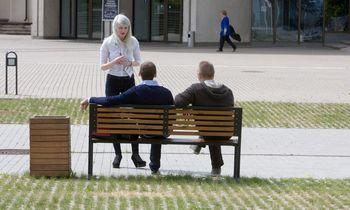 Vardinė lentelė ant suolelio Vilniuje kainuos nuo 50 iki 5.000 Eur