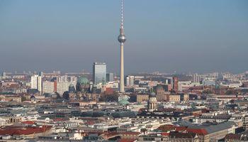 Berlynas įšaldė butų nuomos kainas: pinga NT savininkų akcijos