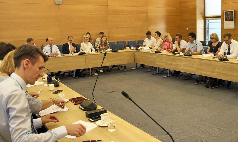 Birželio 13 d. vyko susitikimas su socialiniais-ekonominiais partneriais, kurio metu aptarta poveikio vertinimo svarba bei būdai, kaip efektyviai bendradarbiauti siekiant ES teisės aktų, kurie kuo labiau atitiktų Lietuvos interesus.