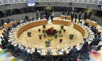 Europa vėl panyra į diskusijas dėl milijardų