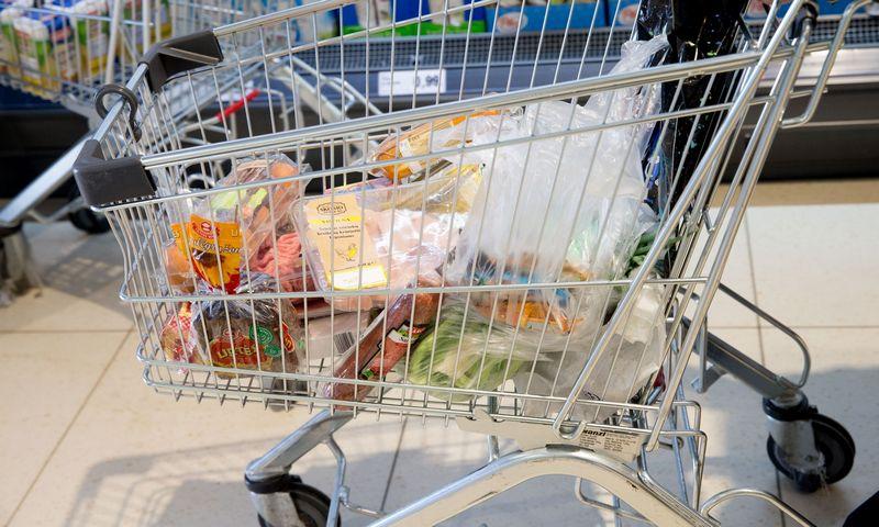 """2017 04 03. """"Lidl"""" parduotuvė Karoliškėse, Vilniuje. Juditos Grigelytės (VŽ) nuotr."""