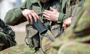 Įsilaužus į naujienų portalus paskelbtos melagingos žinios apie karines pratybas Lietuvoje