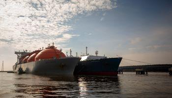 """Lietuvos energija"" kitiems metams užsisakė 5 SGD laivus"