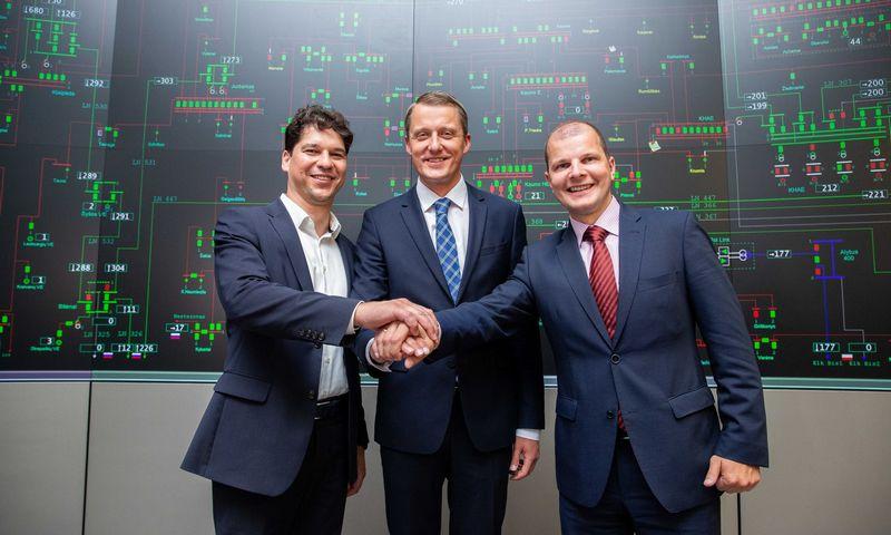 """Daivis Virbickas, """"Litgrid"""" generalinis direktorius, Žygimantas Vaičiūnas, energetikos ministras, ir Rimvydas Štilinis, """"Litgrid"""" valdybos pirmininkas. Josvydo Elinsko (""""15 min.""""/""""Scanpix"""") nuotr."""