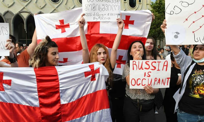 """Rusijos draudimas priimtas, reaguojant į Tbilisyje kilusius protestus. AFP / """"Scanpix"""" nuotr."""