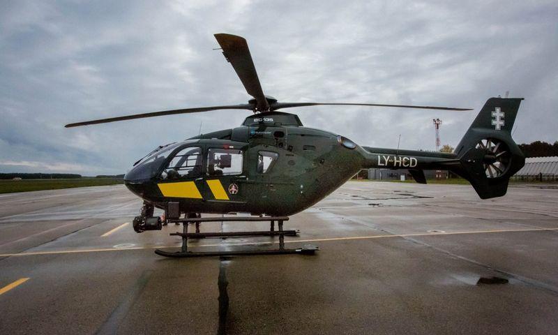 """Lietuvos pasieniečių naudojamas """"Eurocopter"""" malūnsparnis. """"15min.lt"""" nuotr."""