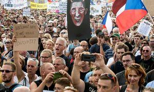 Čekijoje didžiausi protestai per 30 m.: toliaureikalaujama premjero atsistatydinimo