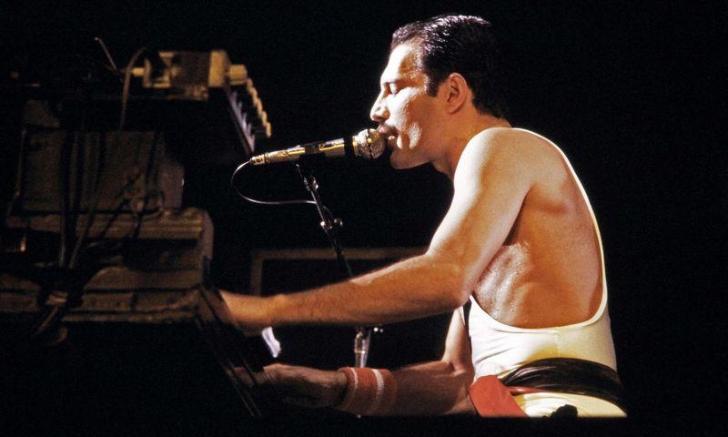 """Pirmą kartą įrašų studijoje dainą """"Time Waits For No One"""" Freddie Mercury'is atliko tik pritariant pianinui. Jean-Claude Coutausse (AFP/""""Scanpix"""") nuotr."""