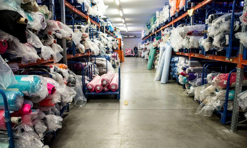 Aplinkos ministerijos duomenimis, per metus Lietuvoje susidaro apie 11.000 t tekstilės atliekų, iš jų 8.500 t – gamybinės.  Juditos Grigelytės (VŽ) nuotr.