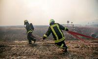 Ugniagesiai: gaisras Traksėdžių durpyne kol kas sustabdytas