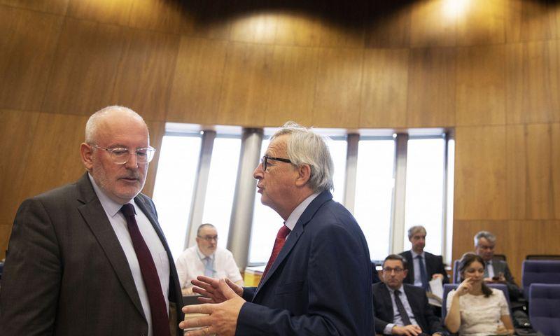"""Fransas Timmermansas ir Jeanas Claude'as Junckeris.  Virginia Mayo (AP/""""Scanpix"""") nuotr."""