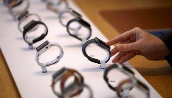 Išmaniųjų laikrodžių evoliucija: nuo J. Bondo iki šių dienų